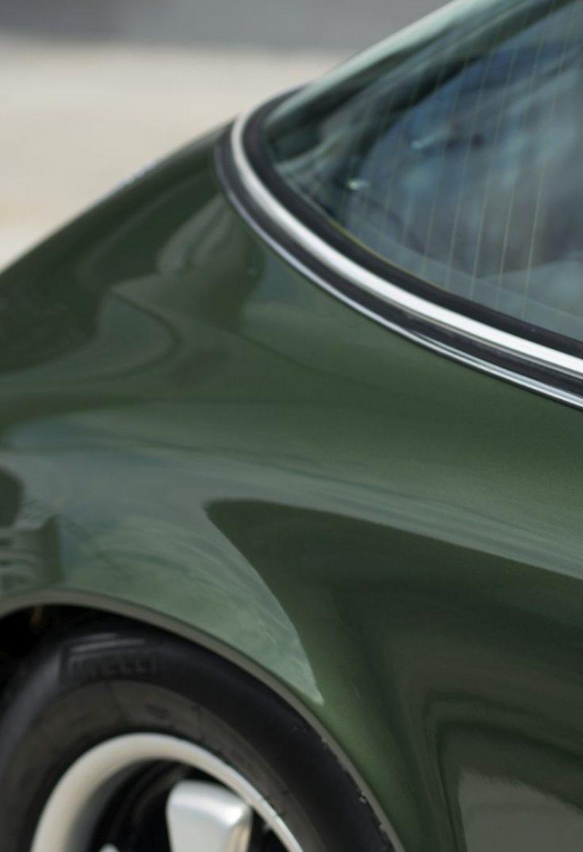 Dunkelgrüner Porsche 911E Targa Targa Schriftzug