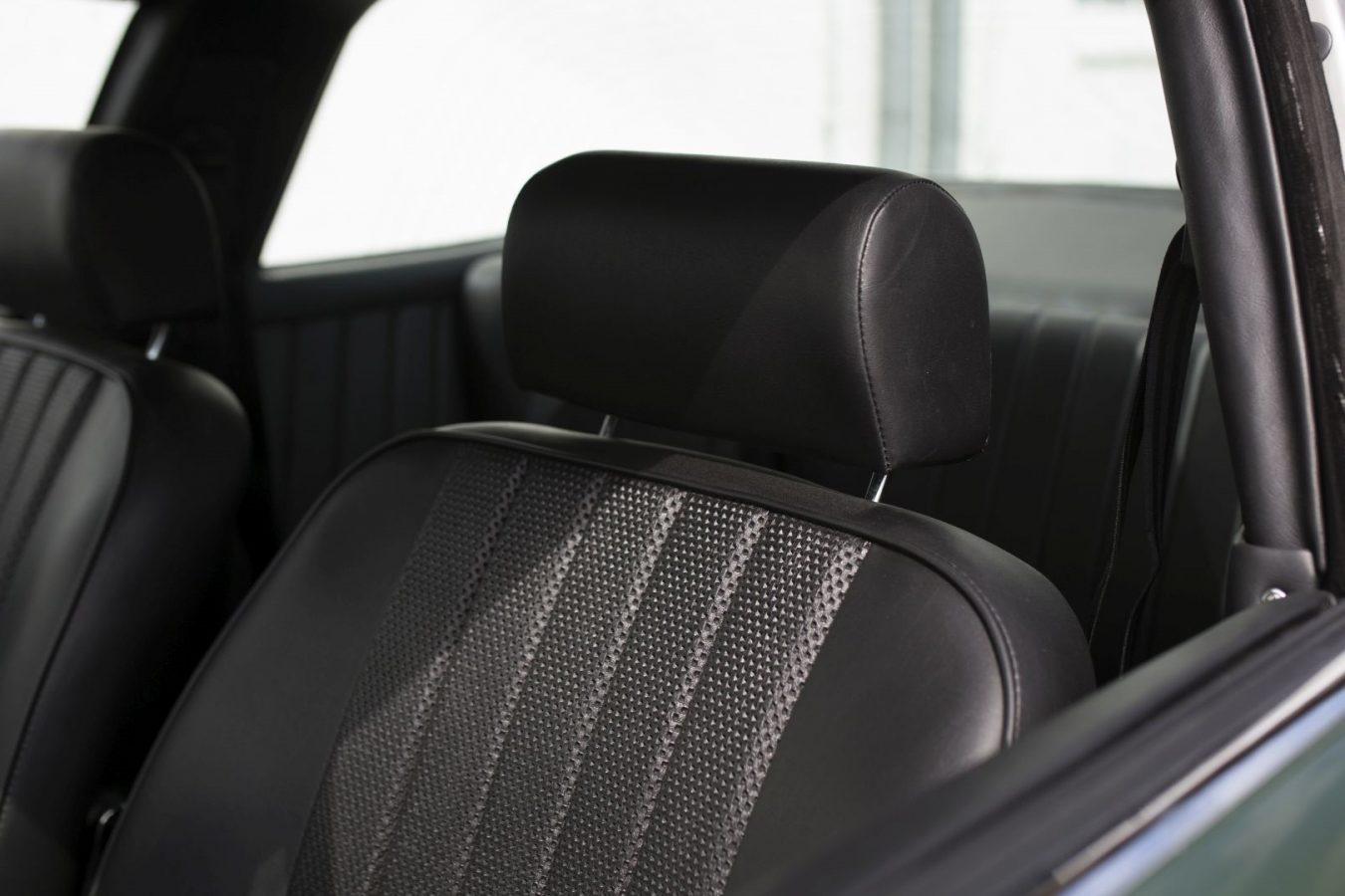 Dunkelgrüner Porsche 911E Targa Sitze