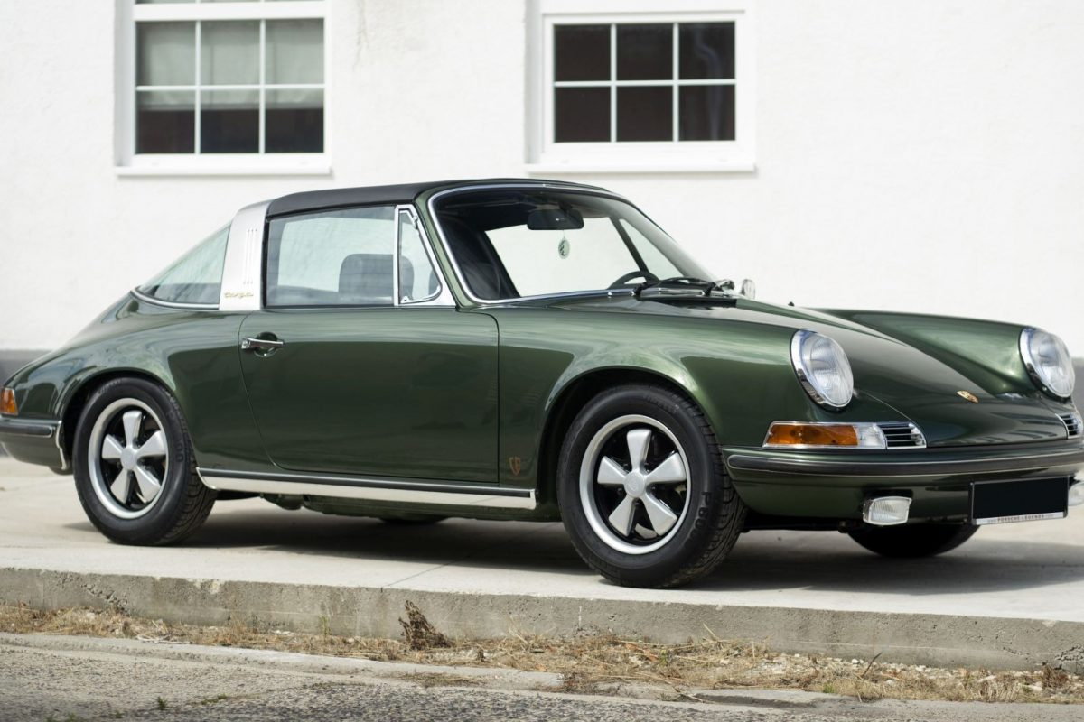 Dunkelgrüner Porsche 911E Targa von Vehicle Experts