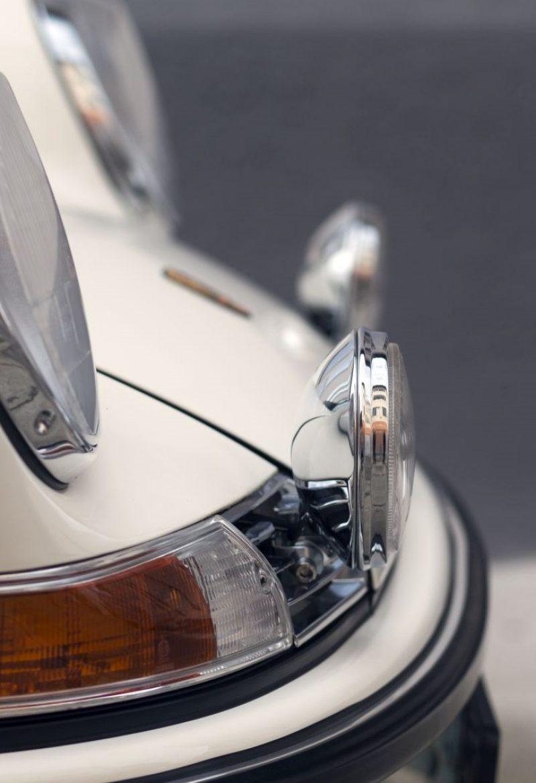 Cremeweißer Porsche 911E Targa Scheinwerfer