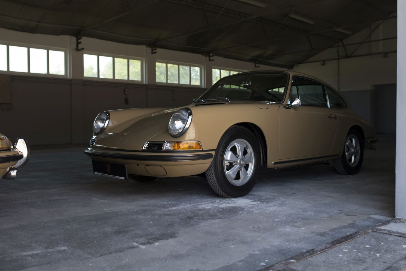 Sandfarbener Porsche 911S SWB von Vehicle Experts