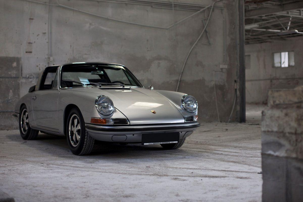 Porsche 911S SWB Softwindow Targa in Silber von vorne