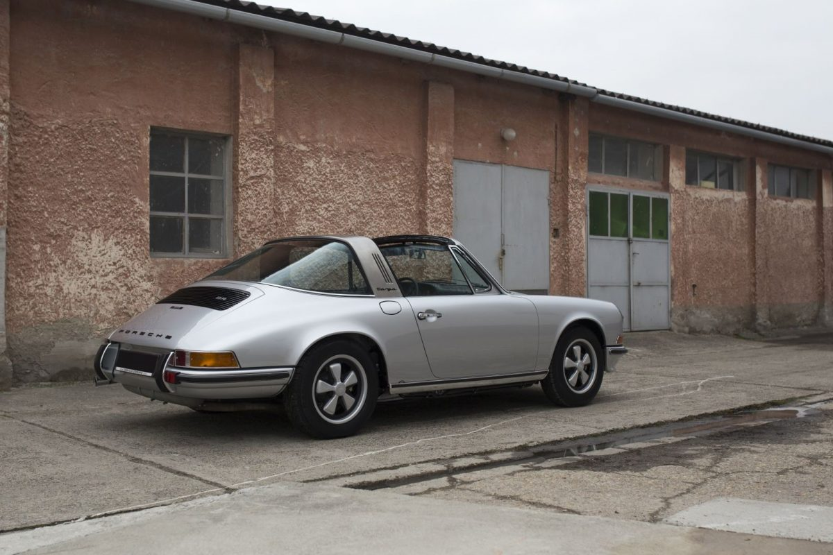 Silberner Porsche 911S Targa von Vehicle Experts
