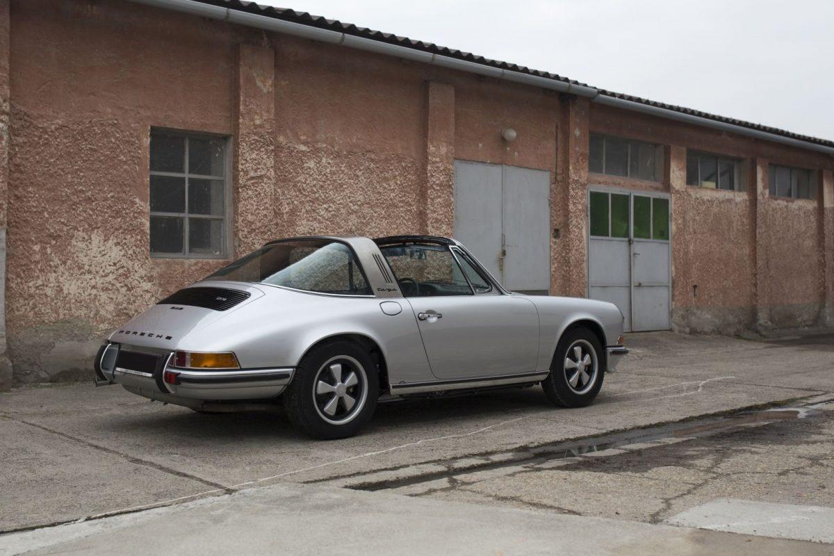 Silberner Porsche 911S Targa von Vehicle Experts