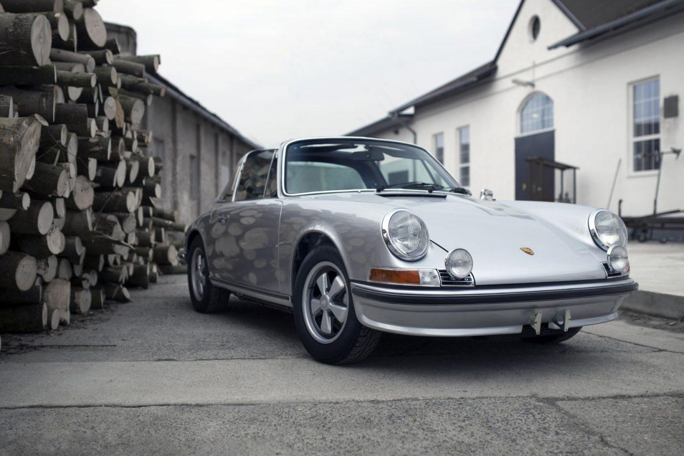Silberner Porsche 911S Targa