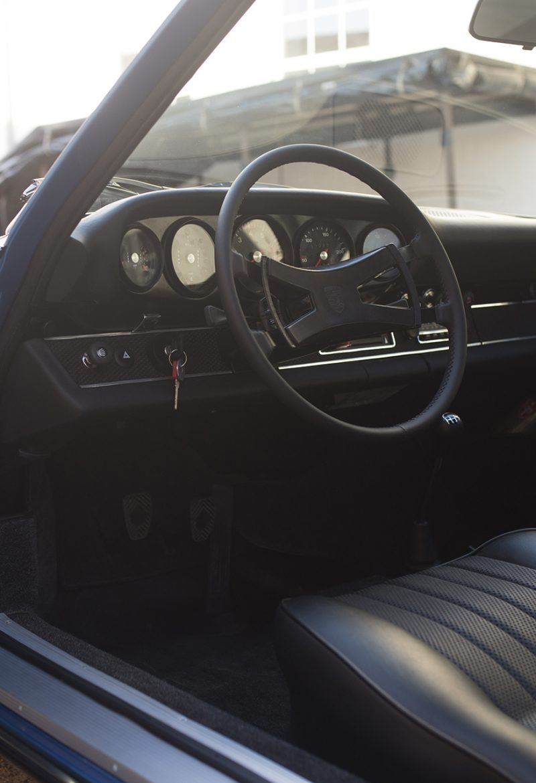 Hellblauer Porsche 911T Innenraum