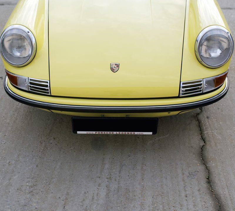 Lichtgelber Porsche 911T Targa vorne