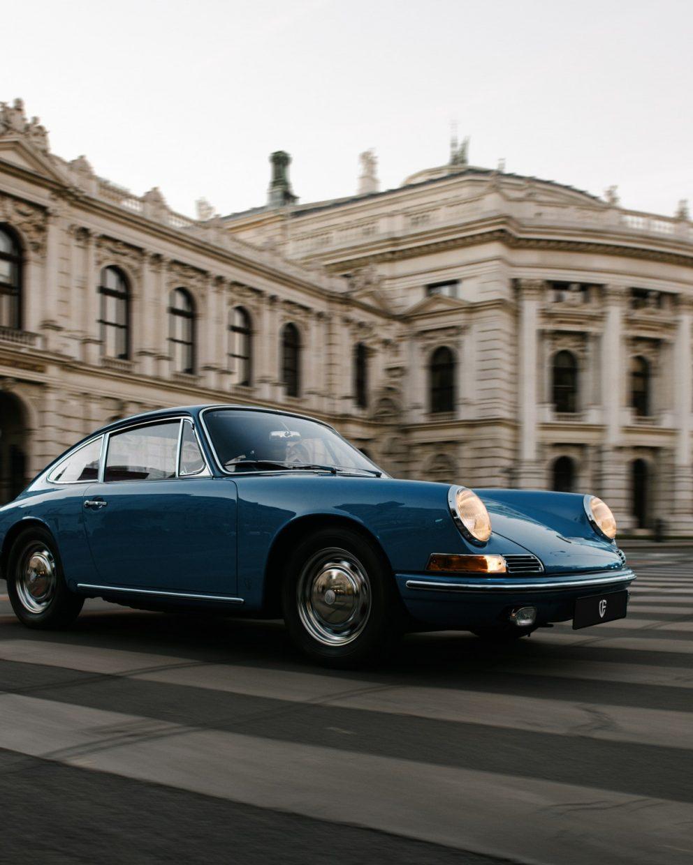 Blauer Porsche