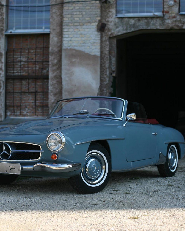 Mercedes Benz 190SL vor Garage