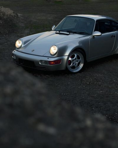 Porsche 964 3,6 Turbo auf Schotterstraße