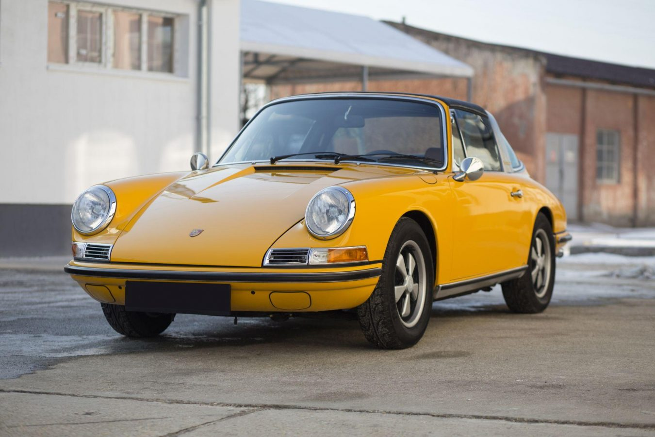 Gelber Porsche 911S Targa von Vehicle Experts