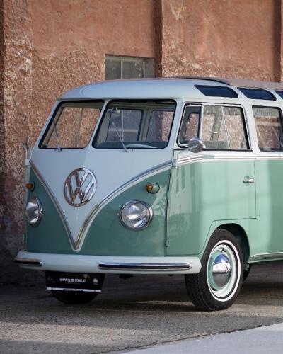 Zwei Volkswagen T1 Westfalia