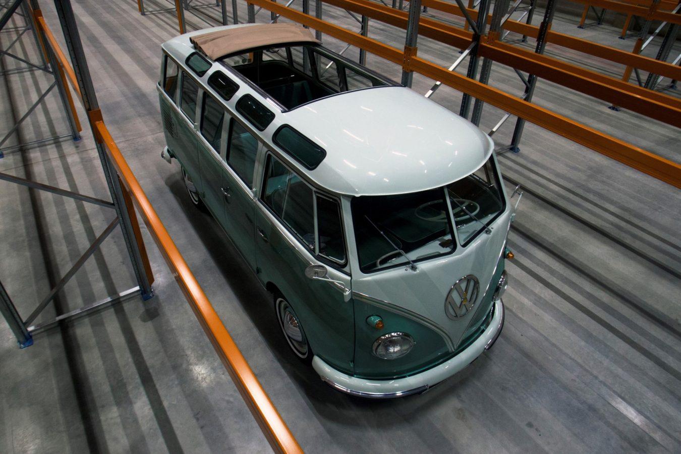 Volkswagen T1 Samba mit offenem Dach