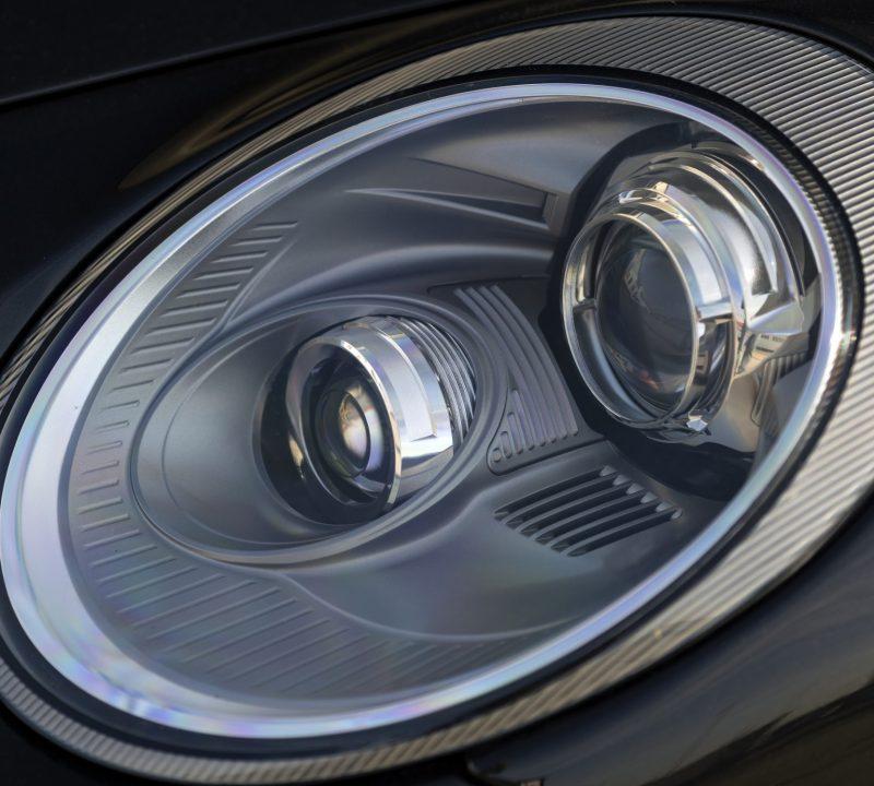 Scheinwerfer an einem Porsche 997