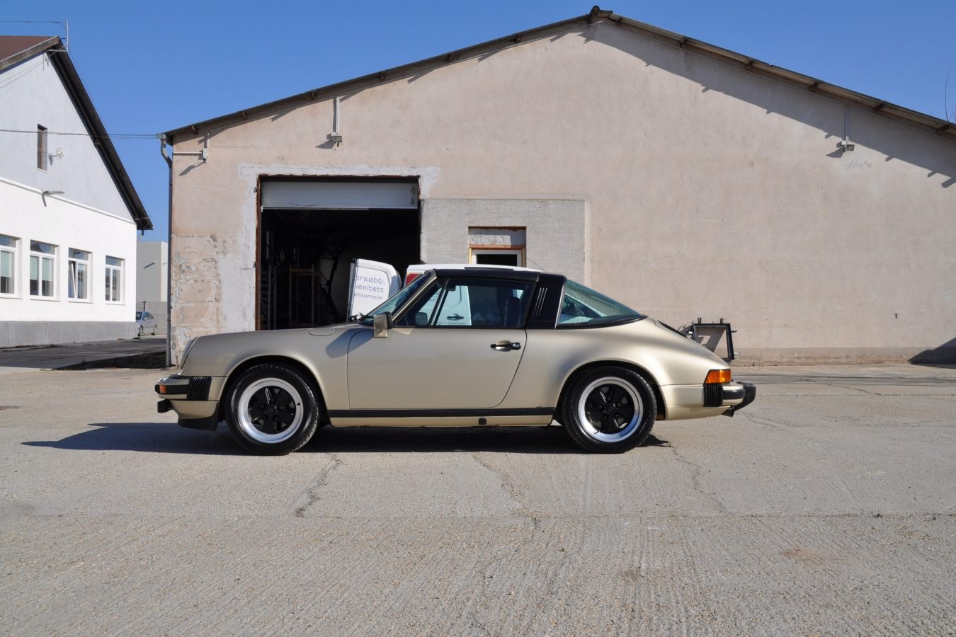 Youngtimer Porsche in Hellbronze Metallic 6