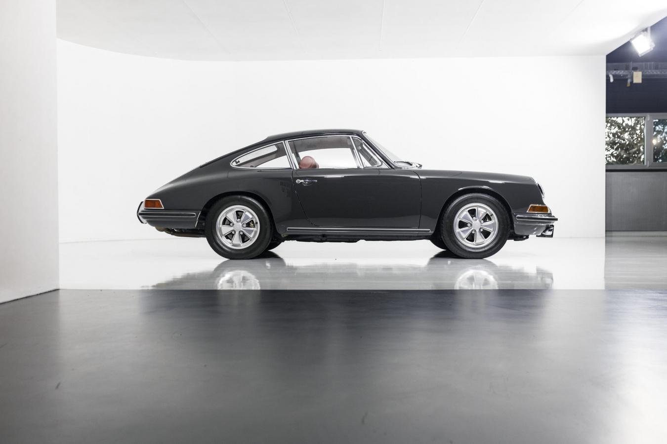 Porsche 911S Coupé 21