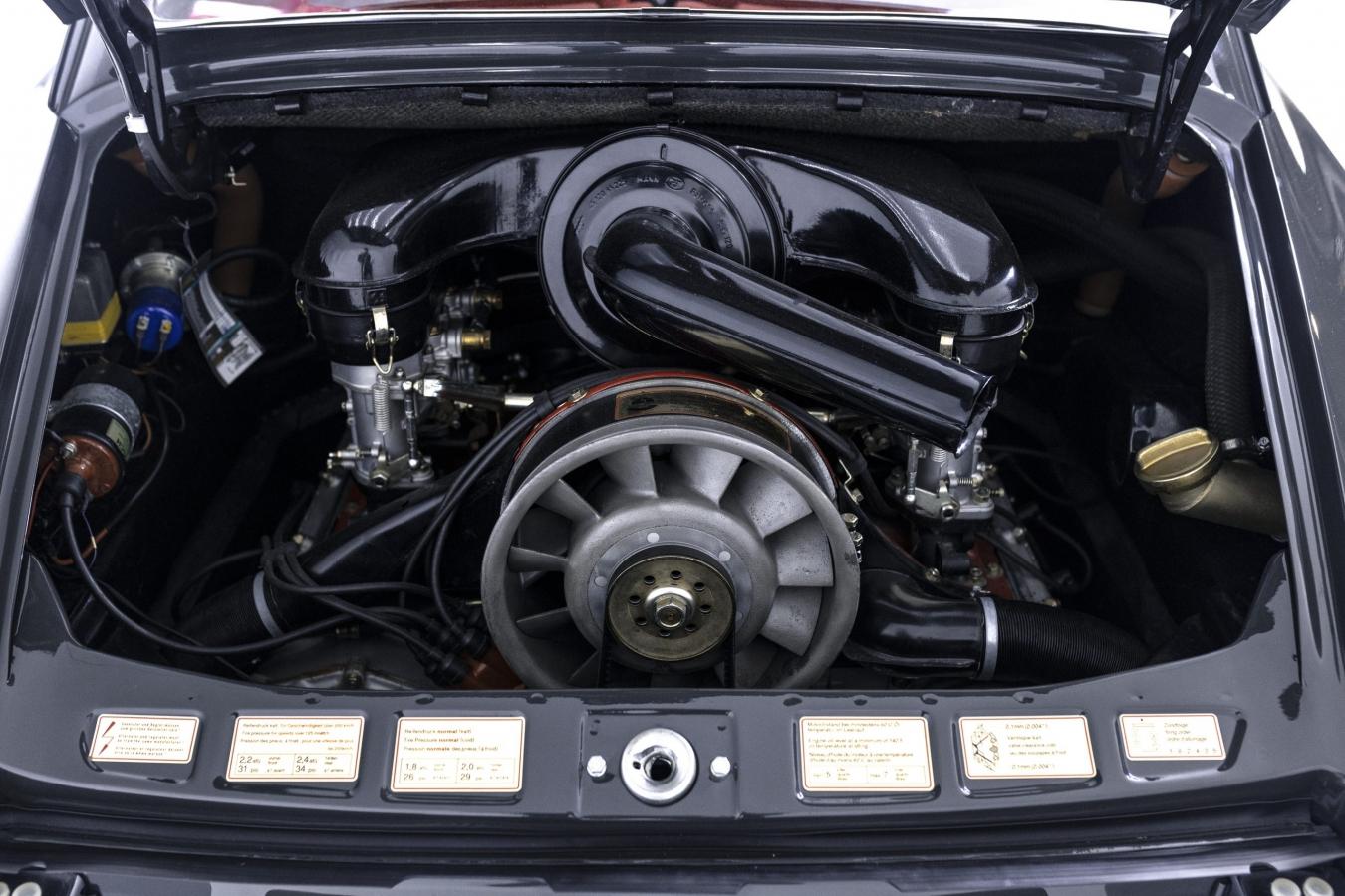Porsche 911S Coupé 22