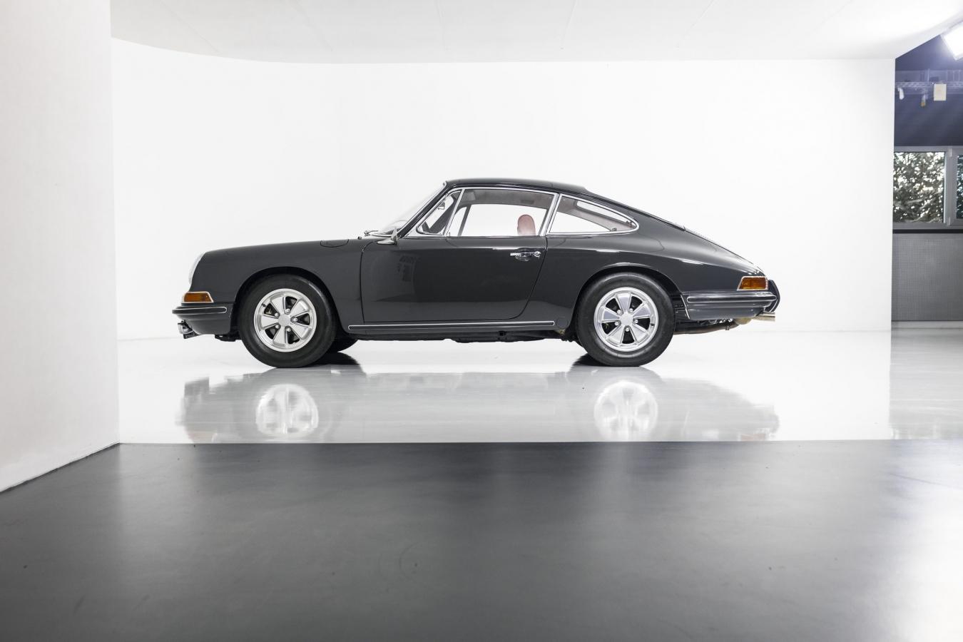 Porsche 911S Coupé 23