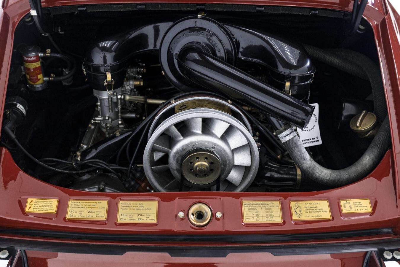 Porsche 911S Coupé 32