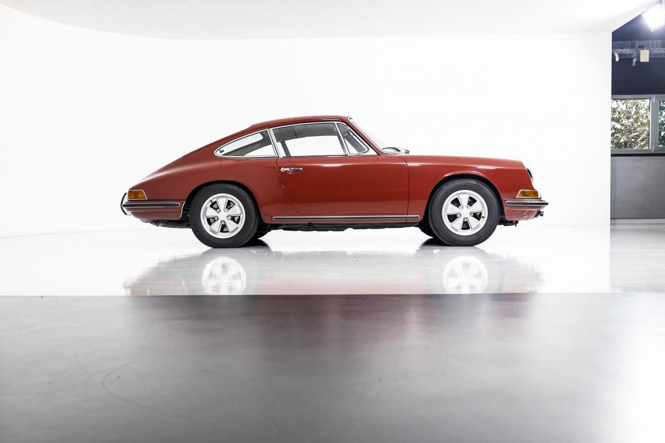 Porsche 911S Coupé 33