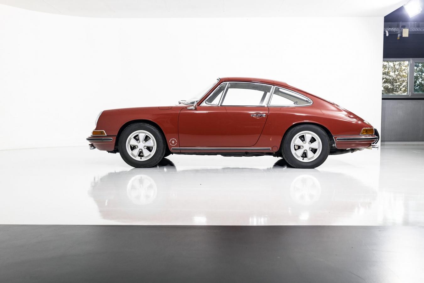 Porsche 911S Coupé 34
