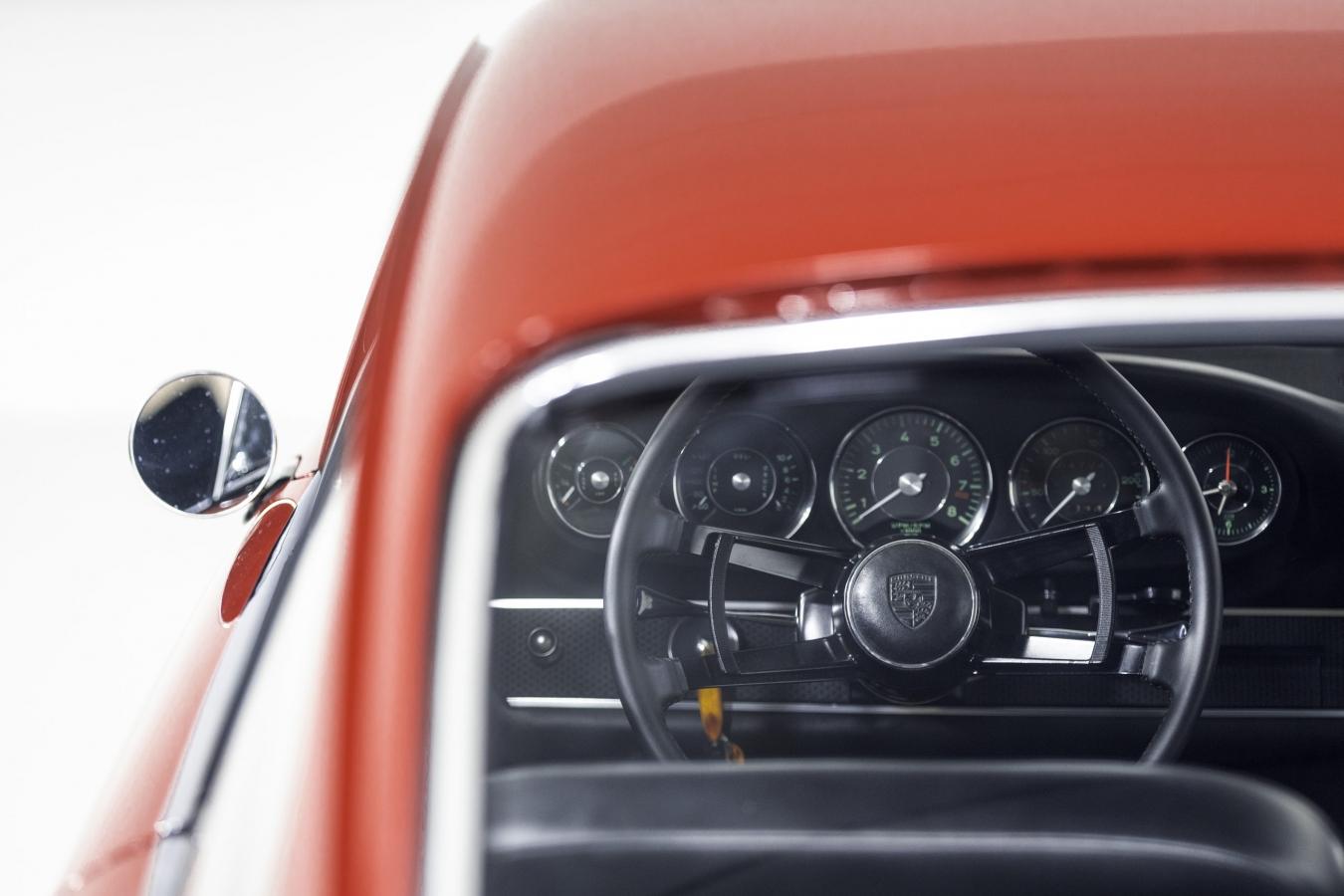 Porsche 911S Coupé 36