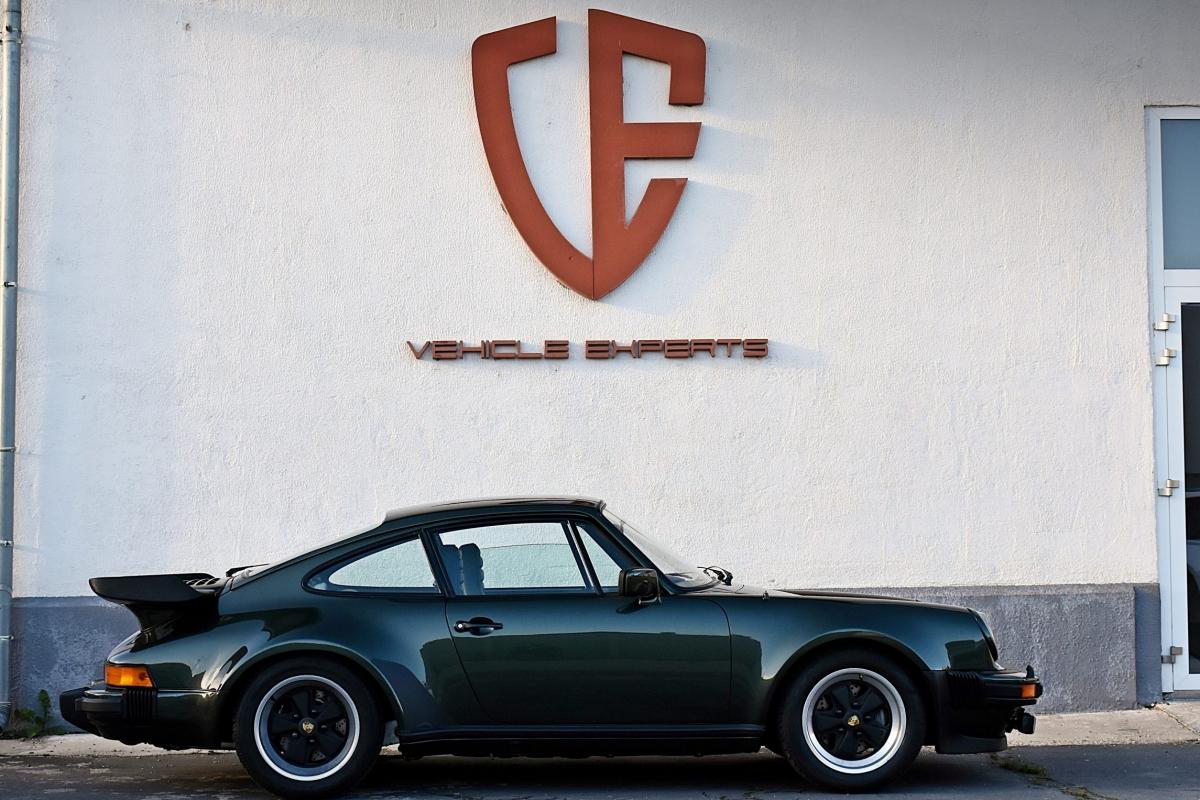Porsche 930 Turbo 1