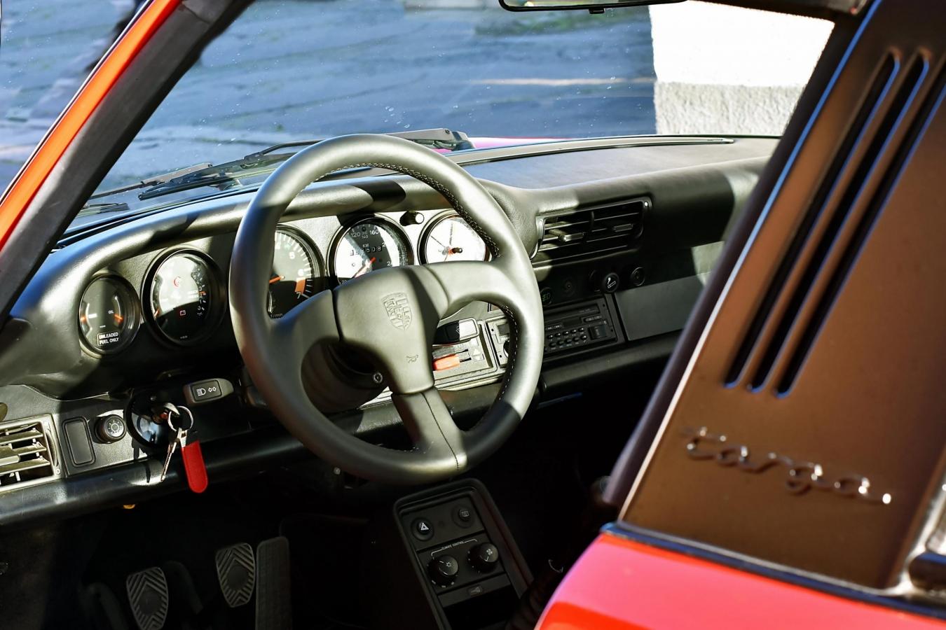 Porsche 911 Carrera Targa 37