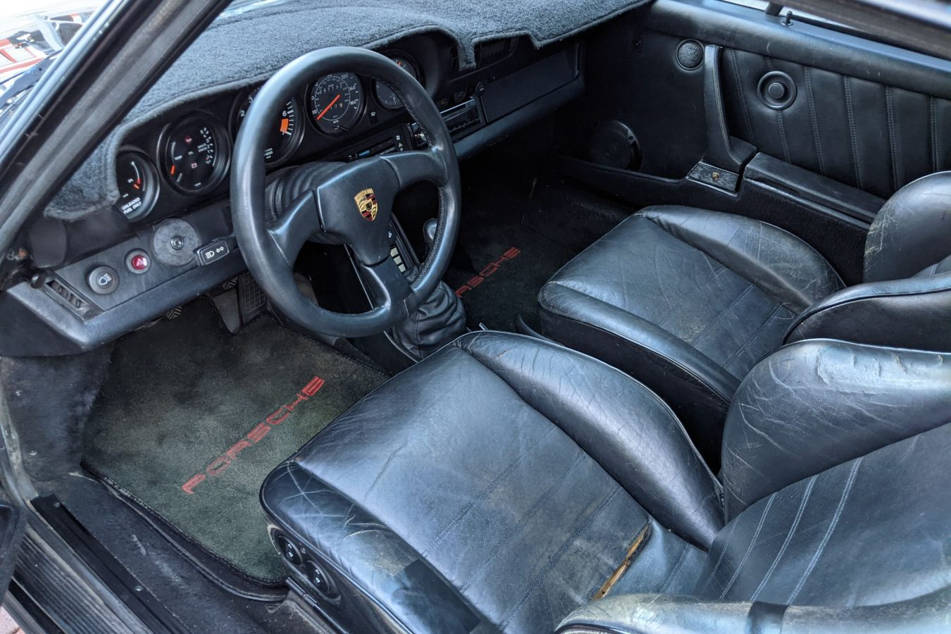 Porsche 911 Carrera Coupe 1985 3