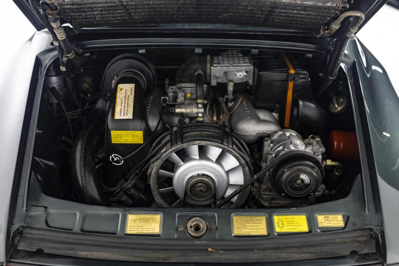 Porsche 3.2 Carrera Targa Moosgrün 40