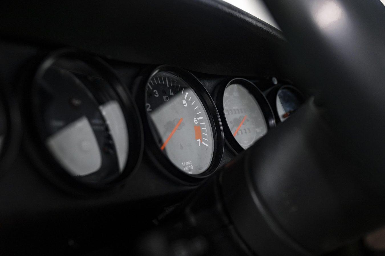 Porsche 3.2 Carrera Targa Moosgrün 48