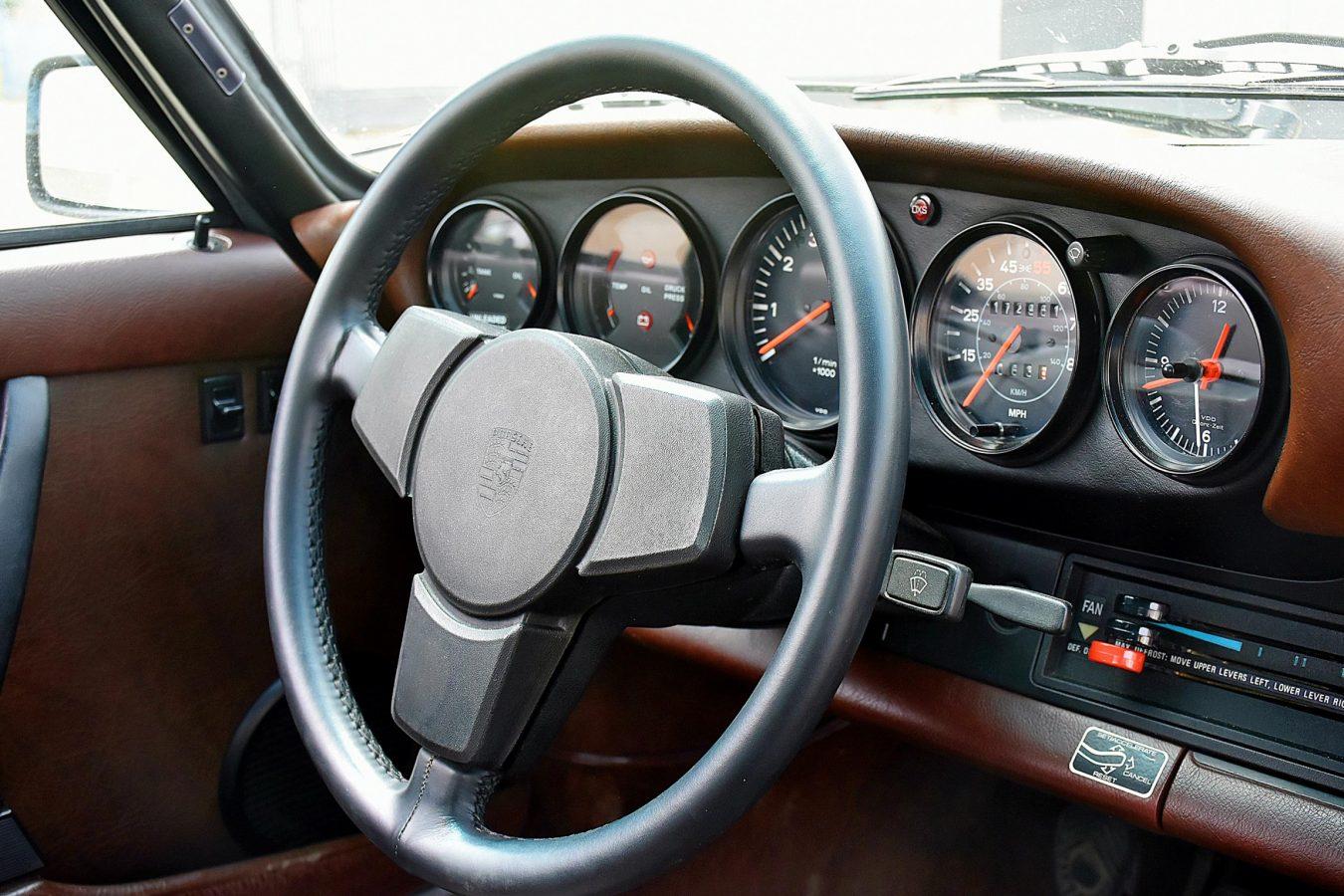 Porsche 911 3.0 SC 24